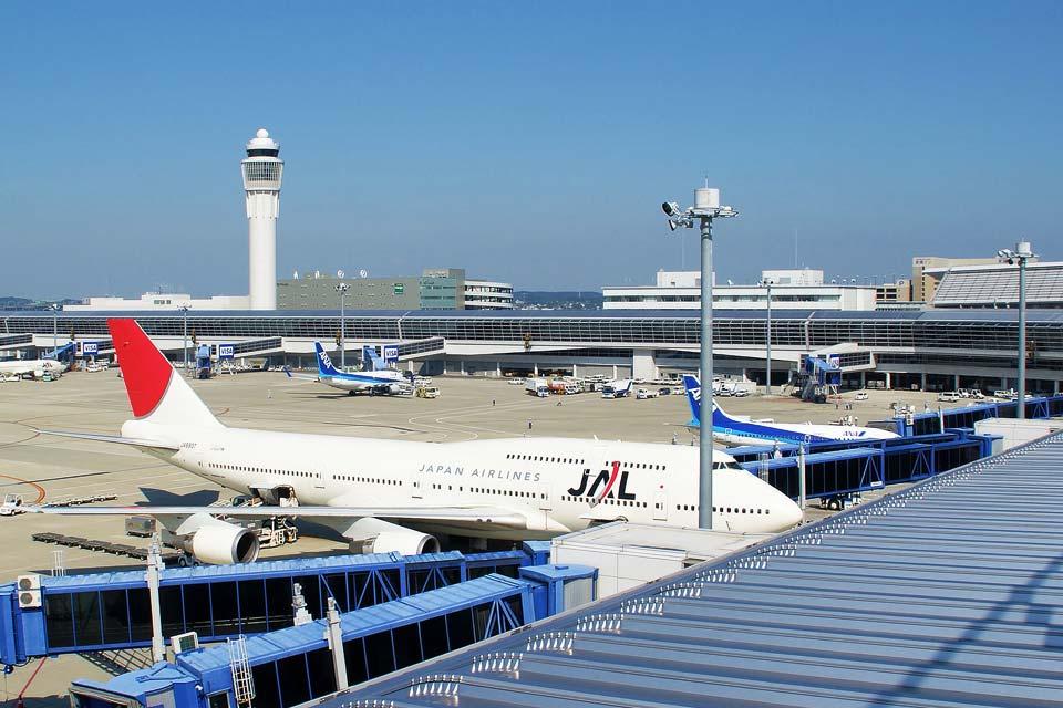 中部国际机场是中部地区的空中大门。这里有可以近距离看到飞机的观景台,还有餐厅、免税店等,作为观光地也非常受欢迎。这里经常举行很多活动,您可以在AZ INN半田出入口(IC)停车后,乘坐直达巴士抵达中部国际机场。