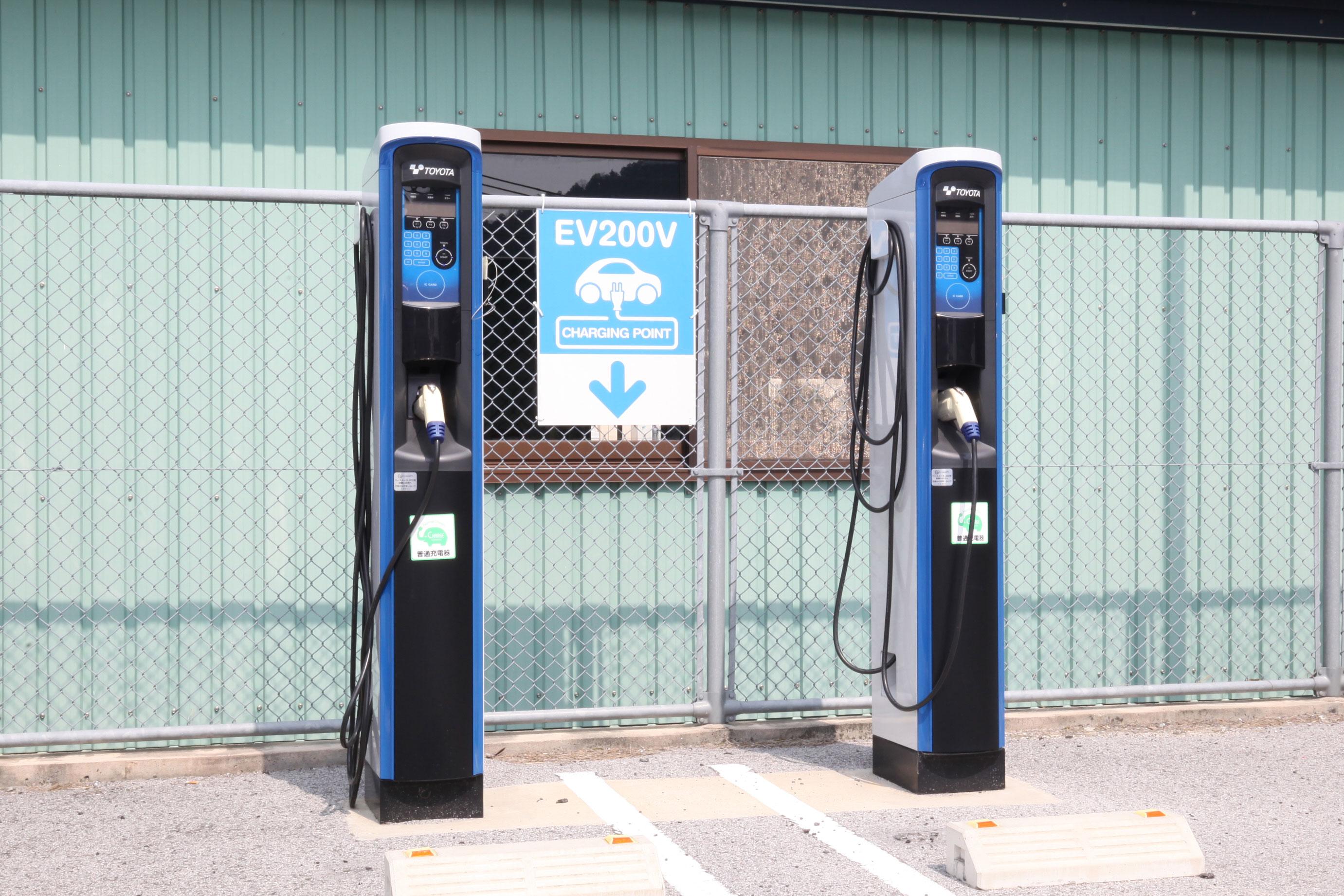 配备电动汽车充电器
