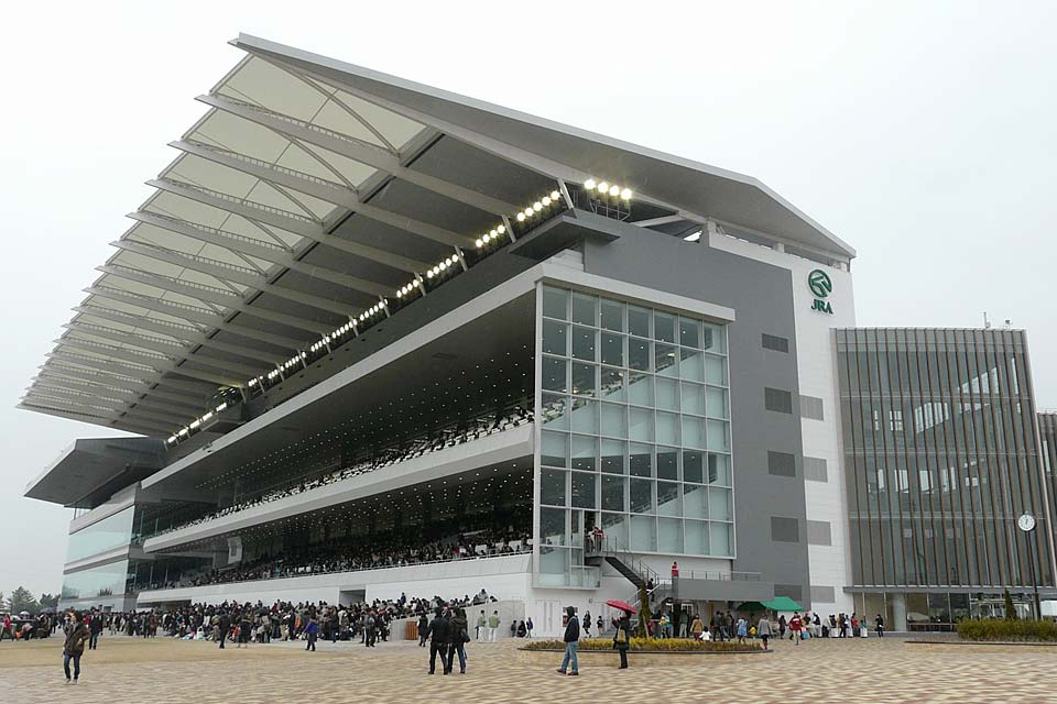 """The Chukyo Racecourse is famous for the G1 horse race, """"Takamatsunomiya Kinen"""". It also holds other special races such as the GII races of the """"Tokai Stakes"""" and """"Kinkosho"""". There is also an amusement park within the facility (inside the course), and so visitors who aren't interested in horseracing as well as families with children can also enjoy."""