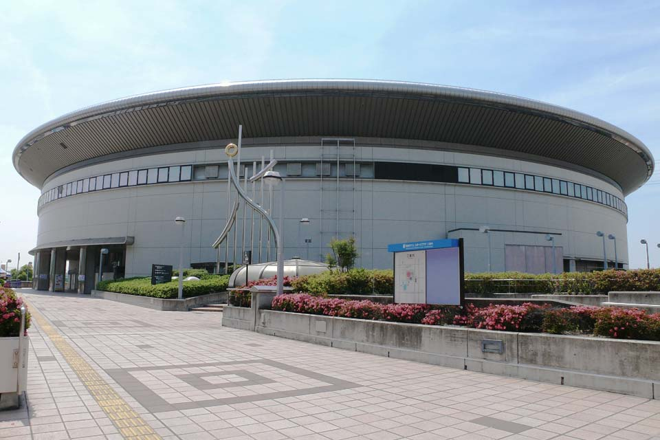 This is the most famous place in Nagoya where events and concerts are held! It has an arena with a space of 3,646m2, along with a stadium, fitness room, warm water pool, and reception hall.